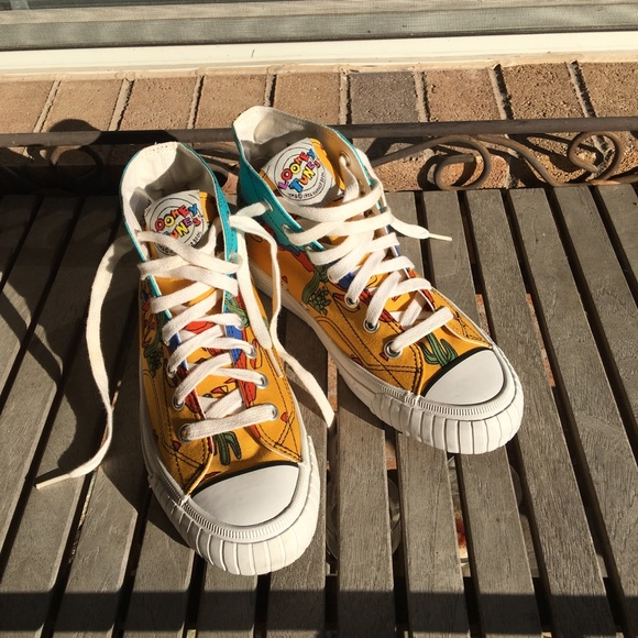 Keds Shoes - Vintage 1990 s Keds Looney Tunes Sneakers 56661f6db